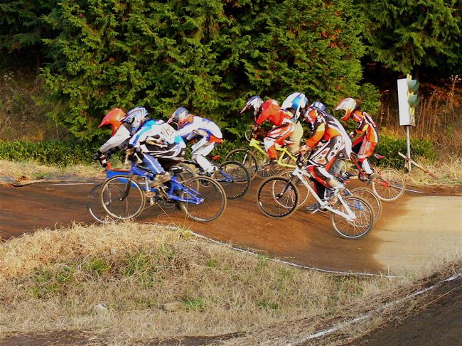 JOSF緑山2006ファイナルレース VOL 9 BMXジュニアクラスとミドルクラス準決勝〜決勝画像垂れ流し_b0065730_2294050.jpg
