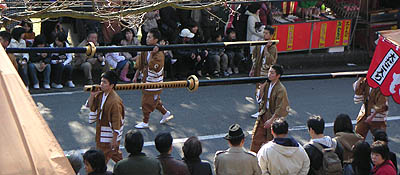 野太刀(のだち)-春日若宮おん祭・お渡り式_b0008289_1947121.jpg