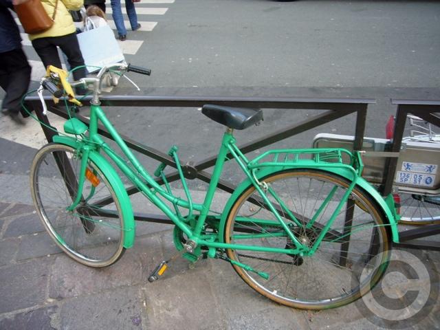 ■街角の自転車(PARIS)_a0008105_20284366.jpg