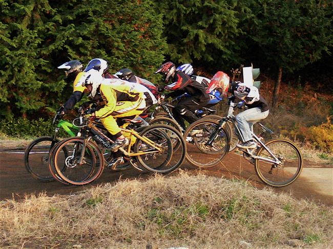 JOSF緑山2006ファイナルレース 最終回 MTB ガールズ、ノービス、30オーバークラスの決勝画像垂れ流し_b0065730_2102441.jpg
