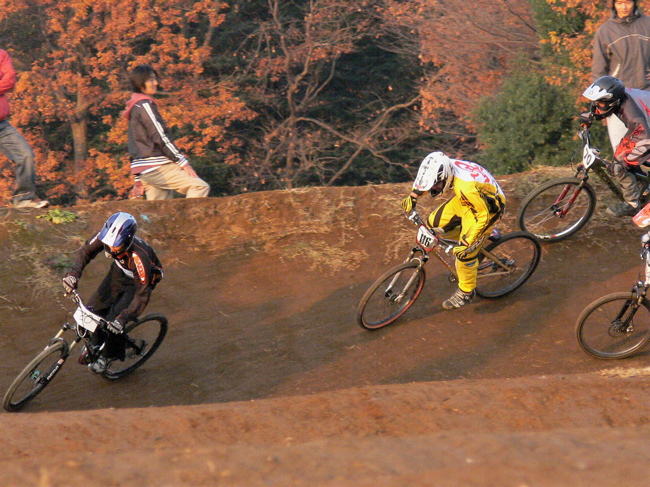 JOSF緑山2006ファイナルレース 最終回 MTB ガールズ、ノービス、30オーバークラスの決勝画像垂れ流し_b0065730_2103953.jpg