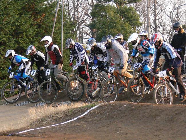 JOSF緑山2006ファイナルレース 最終回 MTB ガールズ、ノービス、30オーバークラスの決勝画像垂れ流し_b0065730_2125967.jpg