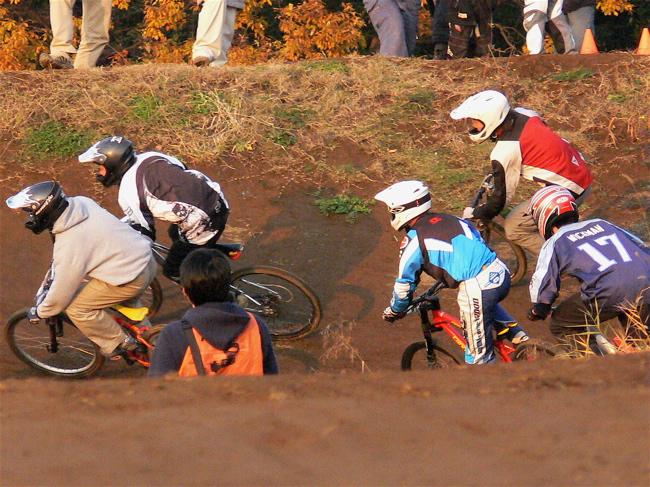 JOSF緑山2006ファイナルレース 最終回 MTB ガールズ、ノービス、30オーバークラスの決勝画像垂れ流し_b0065730_2132620.jpg