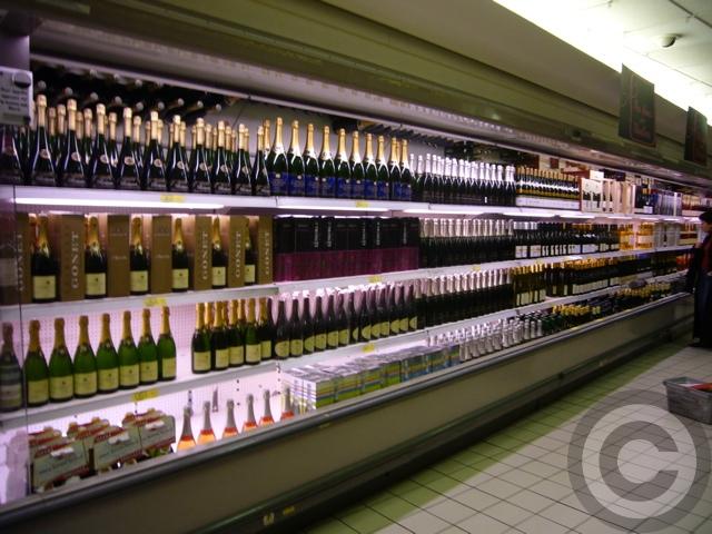 ■スーパーのシャンパーニュ・コーナー(パリ)_a0014299_744348.jpg