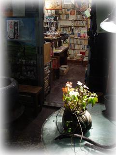 早稲田通りの古本屋さん 「cafe das」_f0050806_7511250.jpg
