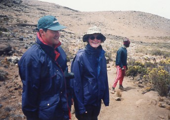 キリマンジャロ登頂記 (4) ホロンボ・ハット(3720m)へ_c0011649_1129582.jpg