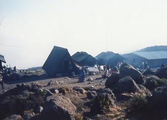キリマンジャロ登頂記 (5) ホロンボ・ハット(3720m)到着_c0011649_23404698.jpg