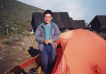 キリマンジャロ登頂記 (5) ホロンボ・ハット(3720m)到着_c0011649_2342459.jpg