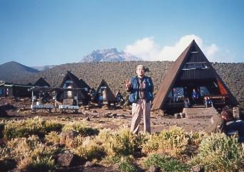 キリマンジャロ登頂記 (5) ホロンボ・ハット(3720m)到着_c0011649_23452321.jpg