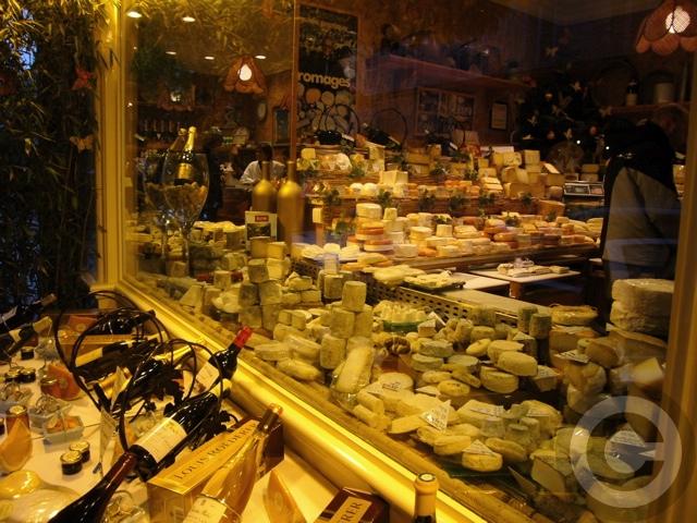 【MARIE-ANNE CANTIN】街角のチーズ屋(パリ7区)_a0014299_7542431.jpg