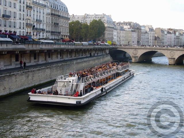■セーヌの遊覧船(PARIS)_a0008105_1904094.jpg