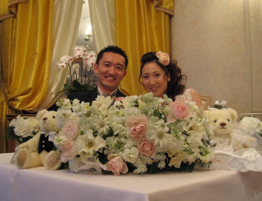 シェ松尾天王洲倶楽部さま 白とピンクのふわふわの装花_a0042928_23361587.jpg