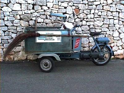イタリアの職人と働く車たち_b0015157_23541092.jpg