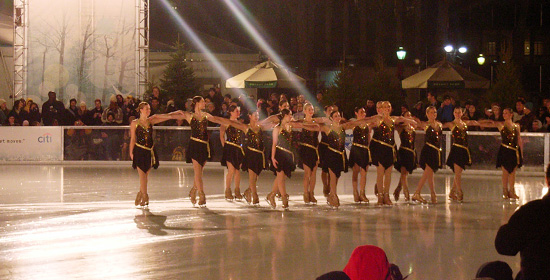 無料のアイススケート・ショー @ブライアント・パーク(Bryant Park)_b0007805_13523810.jpg