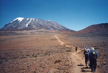 キリマンジャロ登頂記 (7) キボ・ハット(標高4703m)へ_c0011649_9344365.jpg