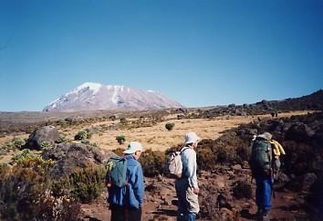 キリマンジャロ登頂記 (7) キボ・ハット(標高4703m)へ_c0011649_9405618.jpg