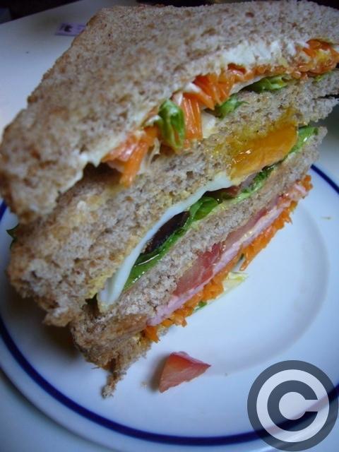 ■ウチで食すサンドイッチ(PARIS)_a0014299_20527.jpg