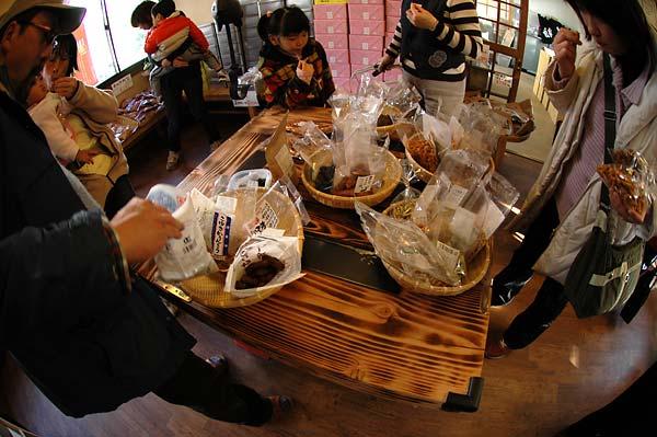 旭製菓・花園工場直売店-ハヤってます、かりん糖_c0043361_10193350.jpg