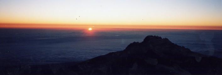 キリマンジャロ登頂記 (9) ウフルピーク(標高5895m)登頂_c0011649_5262316.jpg