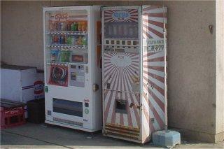 不二家の(廃)自動販売機とルックチョコのない商品棚_a0003909_835116.jpg