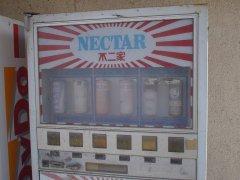 不二家の(廃)自動販売機とルックチョコのない商品棚_a0003909_882238.jpg