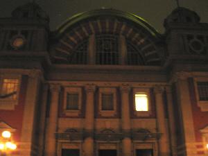 大正7年にネオルネッサンス様式で建てられた、赤レンガ造りとアーチ状の屋根が目を引く、古いレンガ造りの建物。平成14年にリニューアルされて綺麗になっています。