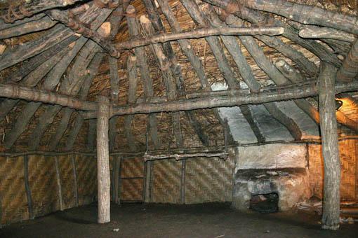 初源な家09:冬の家、夏の家の内部_e0054299_15432076.jpg