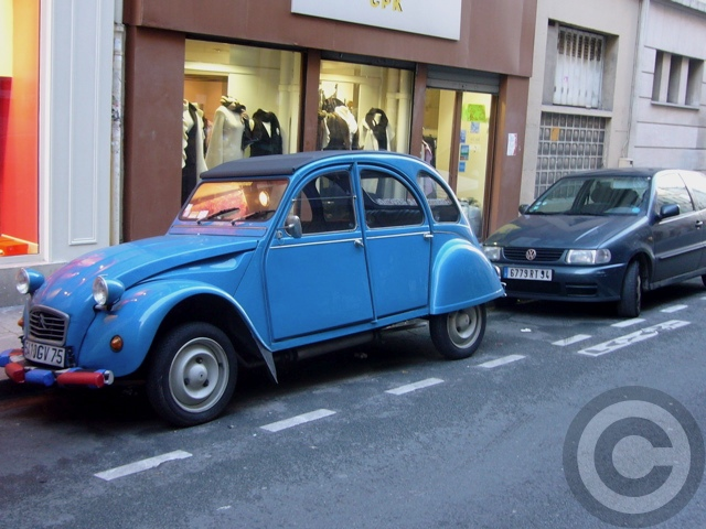 ■街角の車(PARIS)_a0008105_0483442.jpg