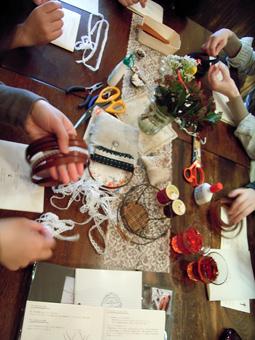 雑貨教室vol.8「紅茶染めのレースと革でブレスレットを作る。」_e0073946_20135419.jpg