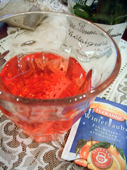 雑貨教室vol.8「紅茶染めのレースと革でブレスレットを作る。」_e0073946_2014161.jpg