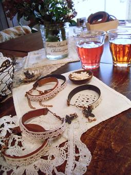 雑貨教室vol.8「紅茶染めのレースと革でブレスレットを作る。」_e0073946_2014348.jpg