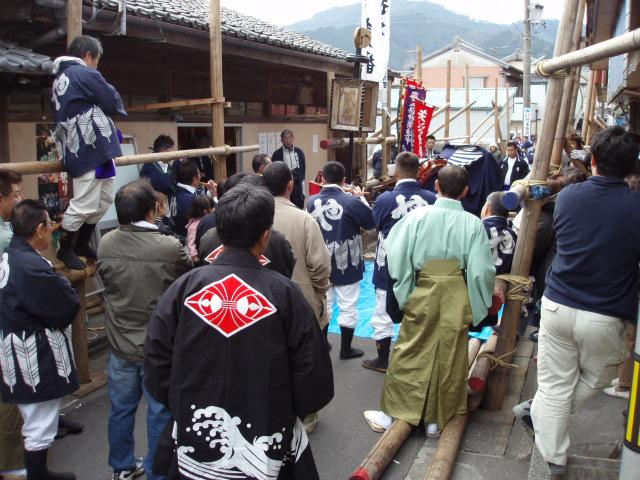 ヤーヤ祭りの矢来組み_c0010936_16434534.jpg