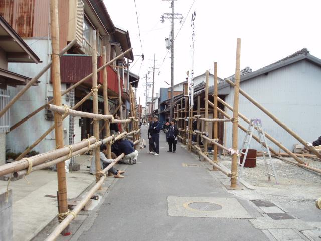 ヤーヤ祭りの矢来組み_c0010936_16463368.jpg