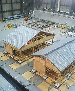 実大伝統木造建物の震動台実験_f0052181_1912457.jpg