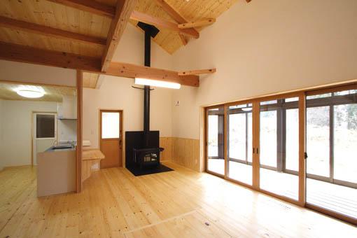Q1前沢の家17:完成2 居間_e0054299_10543771.jpg