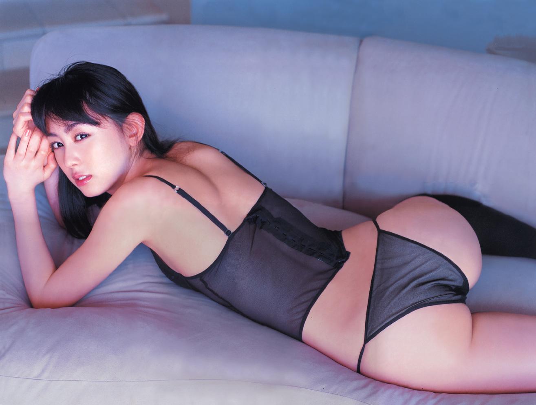 黒い透けた下着の秋山莉奈
