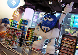 M&M\'sに学ぶマーケティングの本質 -M&M\'s World Store NYC_b0007805_1233769.jpg