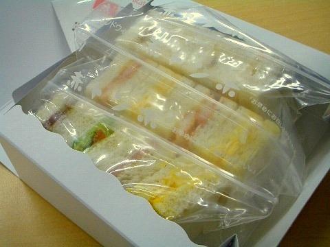 「赤トンボ」 の一口サンドイッチ_a0039199_2295238.jpg