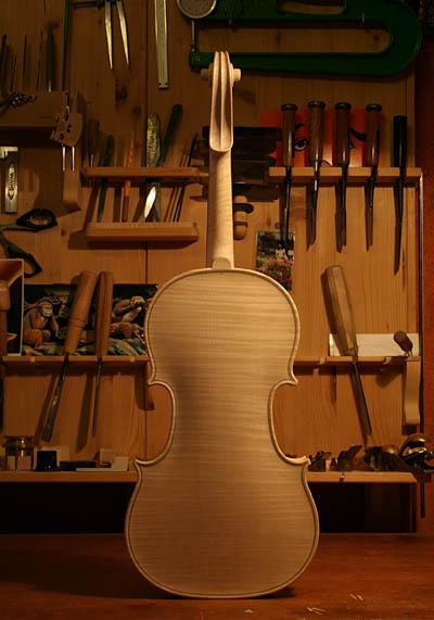 ホワイトバイオリン完成_d0047461_432374.jpg