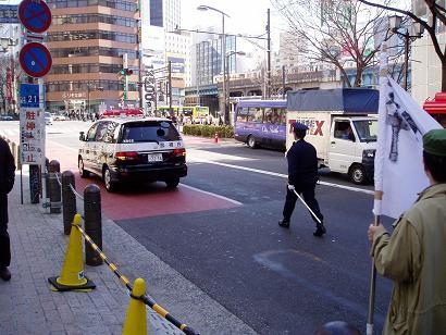 今日の渋谷駅前~「バレンタイン粉砕闘争」見学記_f0030574_0222687.jpg