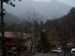 大荒れの天気です。_f0114346_17114843.jpg