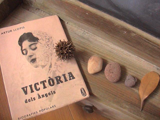 「weekend bookstore vol.2」のお知らせ。_e0060555_1672228.jpg