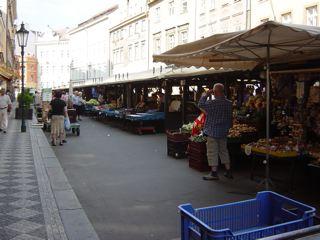 もう一つのプラハ3 ハヴェル市場_a0079995_7143812.jpg