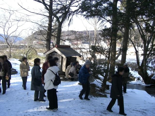 小雪ちらつく中、伝承園 + 昨日のカッパ淵_d0001843_11392321.jpg