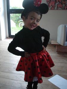 ミニーちゃんの衣装、完成しました(ゼイゼイ・・・・)_f0106597_17514331.jpg