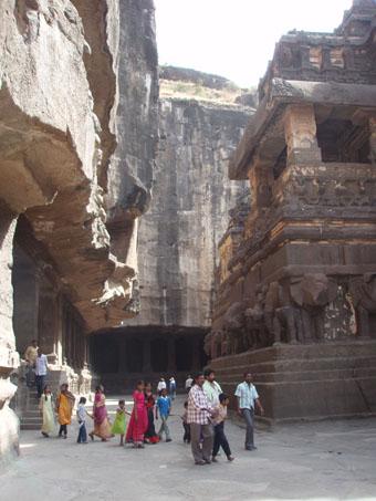 インド3 エローラ石窟群_e0048413_2185350.jpg