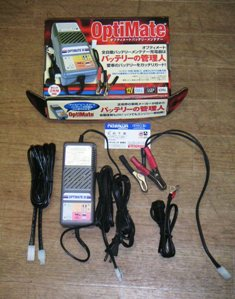 <バッテリー充電器>_e0114857_20444799.jpg