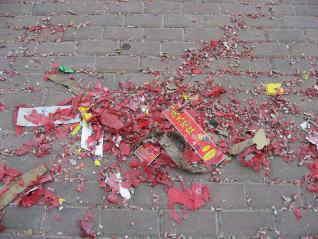 ■爆竹で全国ゴミだらけ_e0094583_16584740.jpg