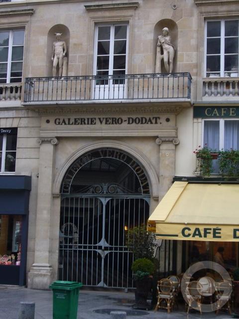 ■街角の建物(PARIS)_a0008105_3551640.jpg
