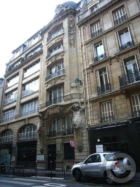 ■街角の建物(PARIS)_a0008105_3562090.jpg